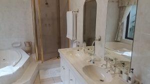 Luxury sea view room bathrrom